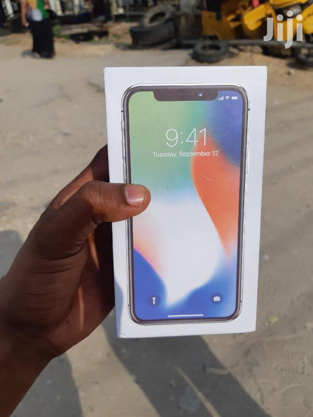 Archive: New Apple iPhone X 256 GB Silver